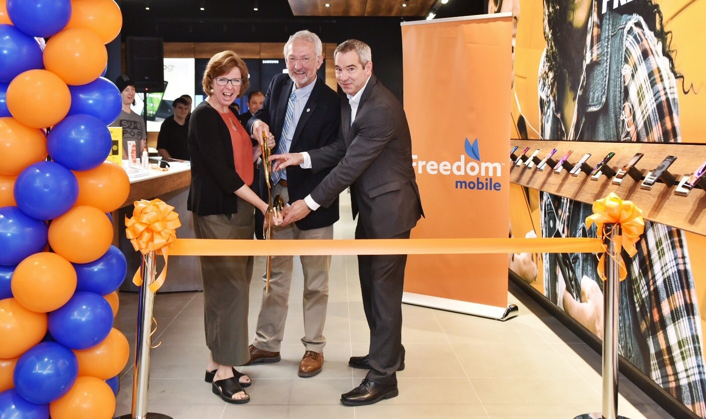 Freedom-Mobile-Nanaimo-Launch-1
