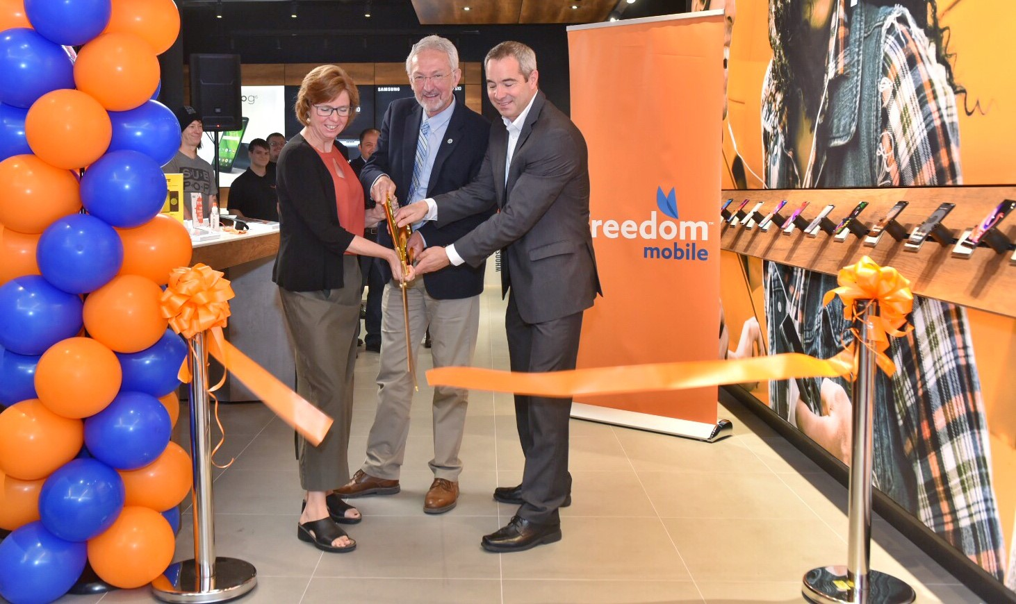 Freedom-Mobile-Nanaimo-Launch-2